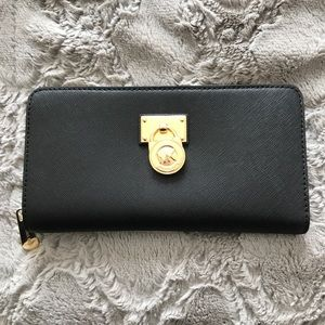 MICHAEL KORS BLACK LEATHER AND GOLD WALLET!